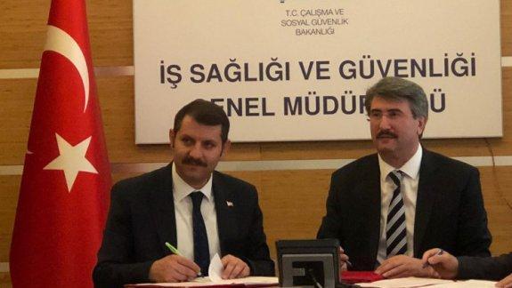 Bakanlığımız ile Aile, Çalışma ve Sosyal Hizmetler Bakanlığı arasında yapılan işbirliği protokolleri imzalandı.