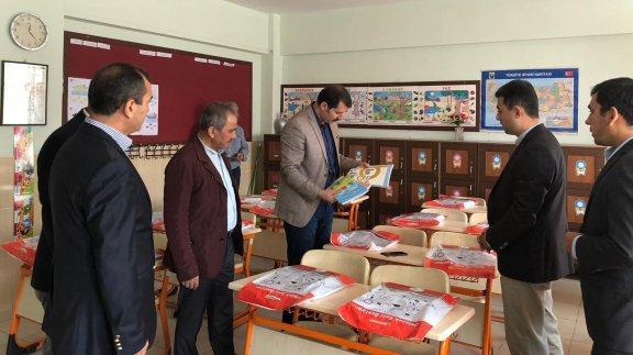 Genel Müdürümüz Sayın Salih AYHAN, ücretsiz ders kitabı dağıtım sürecini takip etmek ve yerinde görmek üzere Ankara, Kırıkkale, Kırşehir, Bolu ve Düzce illerinde kitap depoları ve okullara ziyaretlerde bulundu.