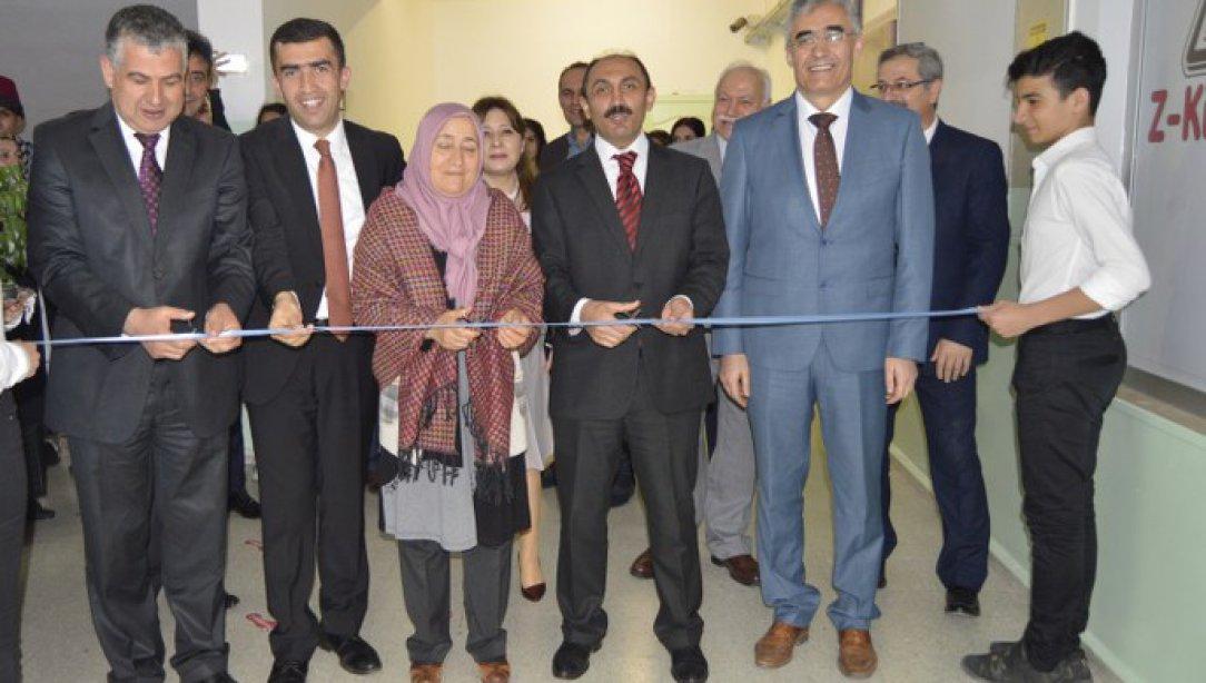Genel Müdürümüz Sayın İsmail ÇOLAK Sincan İlçemizde bulunan Nefise Andiçen Mesleki ve Teknik Anadolu Lisesi'ne yaptırılan Z-Kütüphane'nin açılışını yaptı.